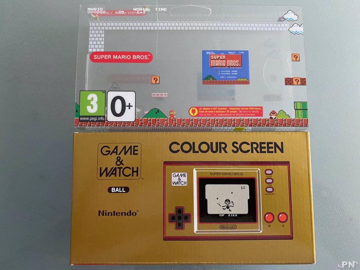 Emballage carton vs emballage plastique de la Game & Watch Super Mario Bros
